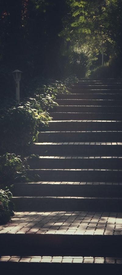 Stenlagd trappa utomhus